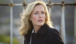 Stella Gibson (Gillian Anderson), always on the look-out